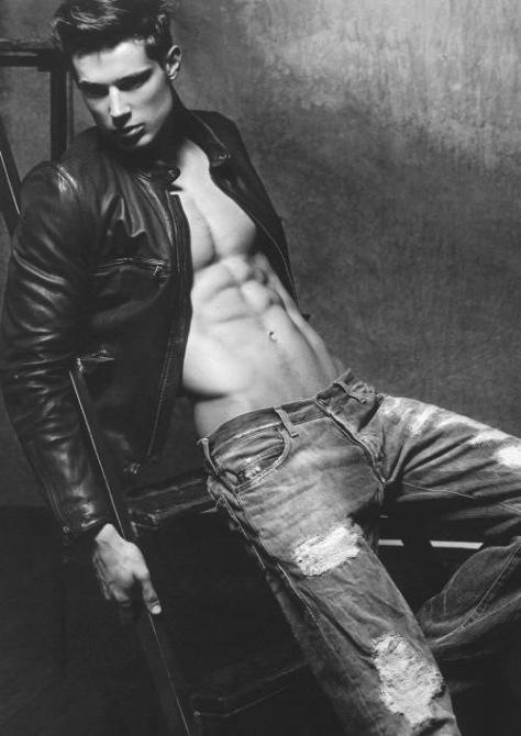 Armani-Jeans-Danny-Schwarz-Takay-16